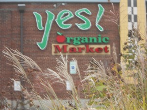 YES ORGANIC SIGN